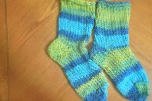 How to Loom Knit Slipper Socks