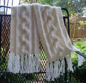 Women's Braided Single Cable Knit Scarf Pattern